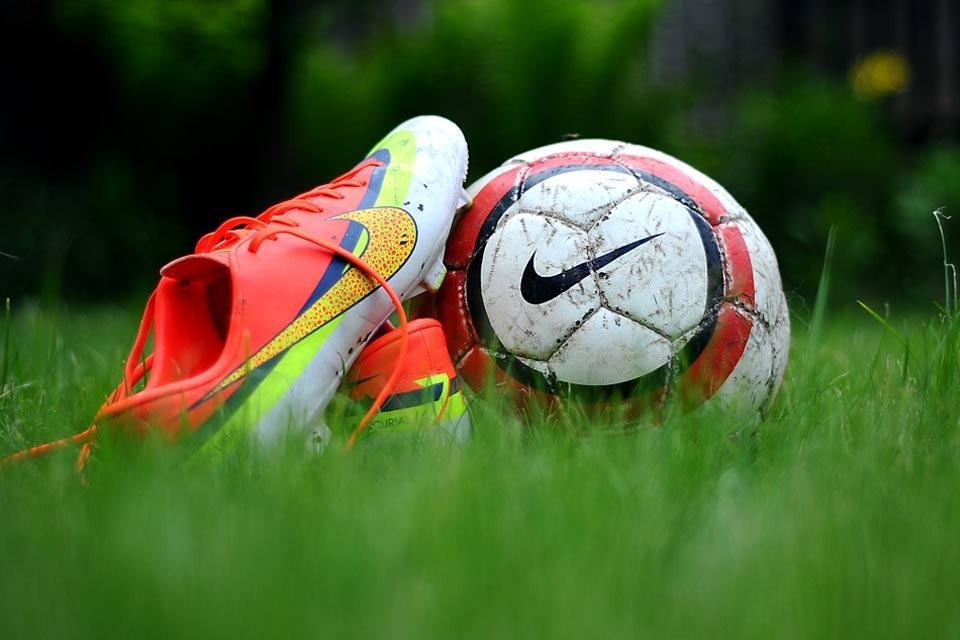 Halówki Adidas Predator nie tylko do gry w piłkę nożną
