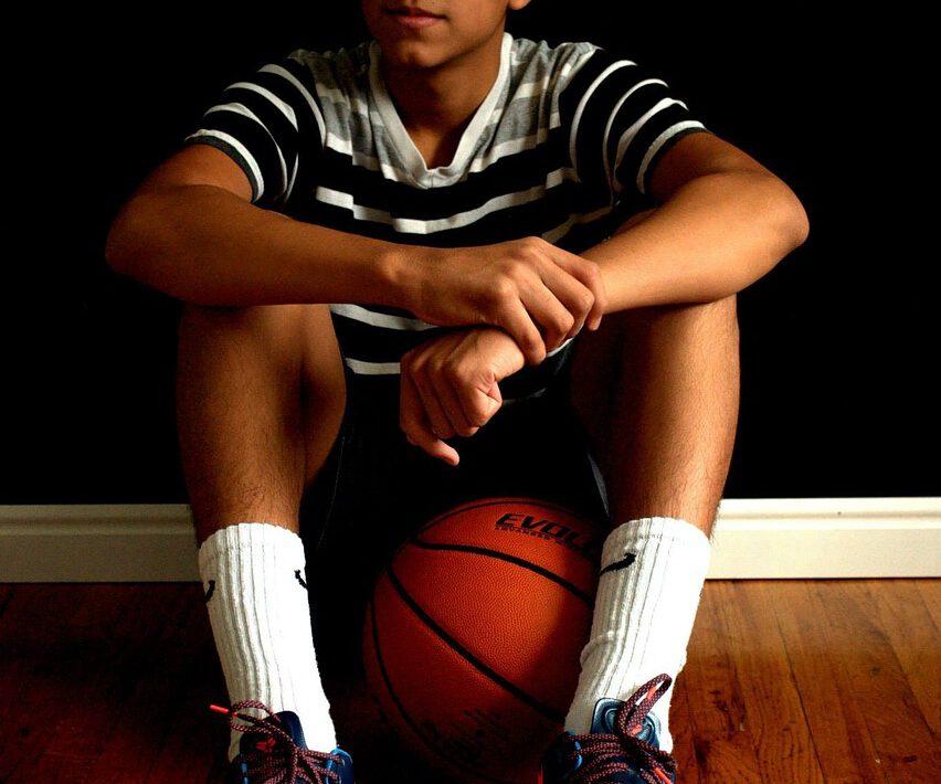 koszykówka młody chłopak