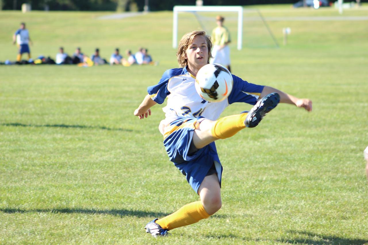Jak dobrać obuwie dziecięce do piłki nożnej?