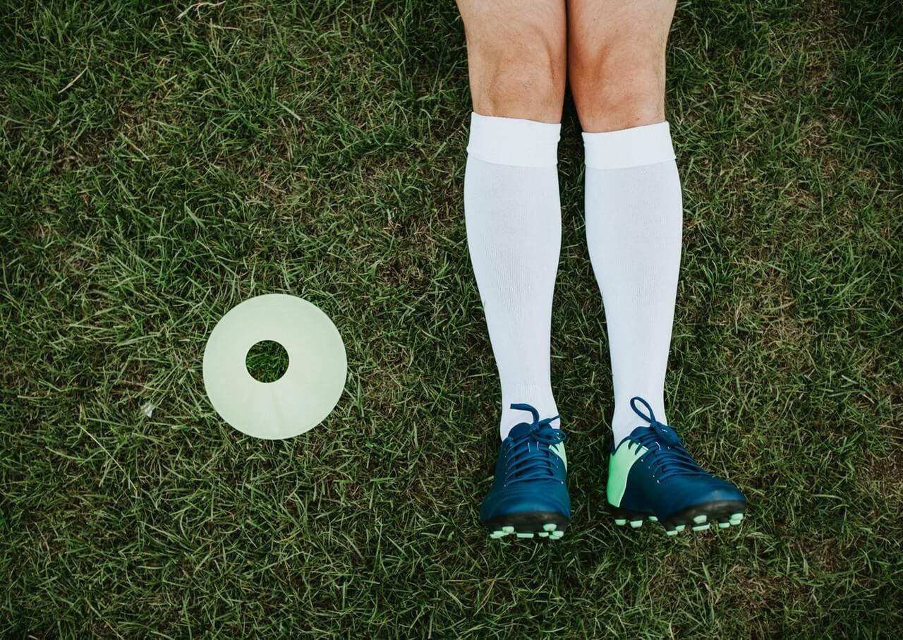 W jaki sposób wiązać sznurowadła butów piłkarskich?