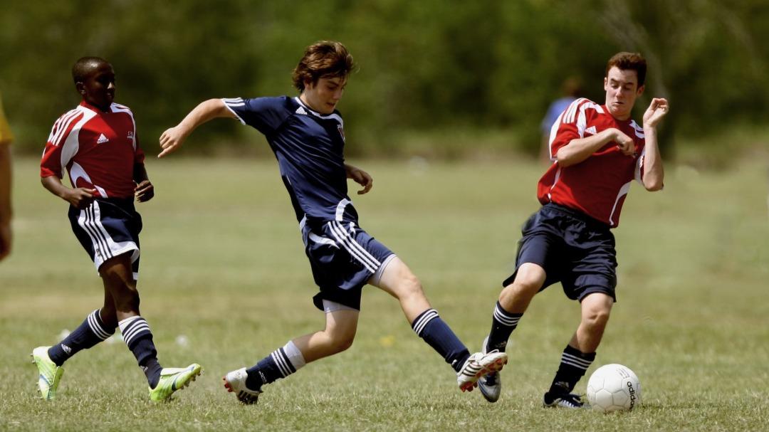 Czy korki Adidas Predator są dla dzieci?