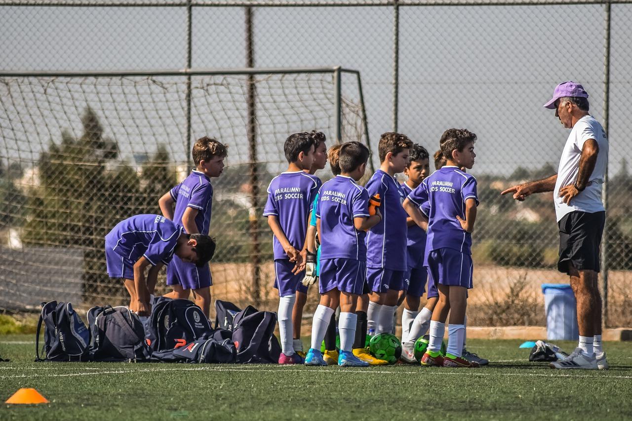 Rola trenera piłkarskiego w rozwój grup dziecięcych Zadania stojące przed trenerem piłkarskim juniorów