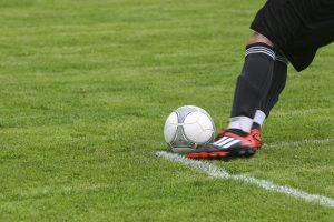 Jakie możliwości prezentują buty piłkarskie ze skarpetą?
