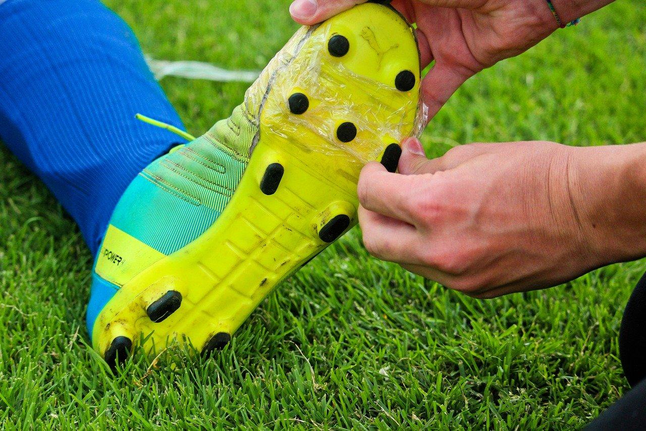 Jak rozbić buty piłkarskie?